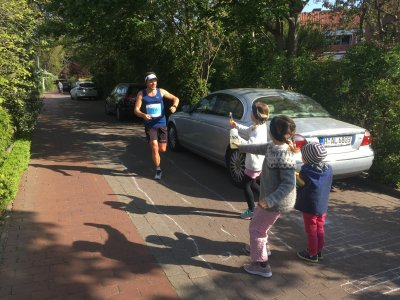 Verpflegungsstation meiner Kinder zum #StayAtHome Hannover Marathon 2020