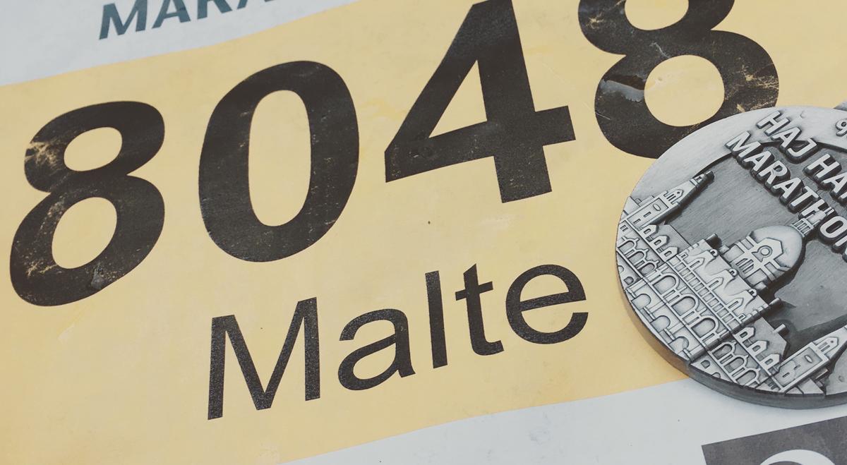 Startnummer und Medaille von Malte Hempel beim 27. HAJ Halbmarathon Hannover
