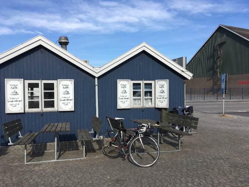 Kleines Bistro im Hafen von Nykøbing